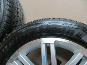 09-SATURN-OUTLOOK-TRAVERSE-ALLOY-20-WHEEL-SET-TIRE-BRIDGESTONE-2009-DUELER-HL-0-6